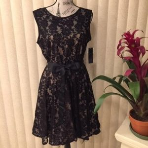 BETSY & ADAM BLACK LACE PROM/PARTY DRESS SIZE 16